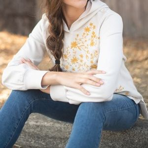 EVY'S TREE - Layla Embroidered Pullover